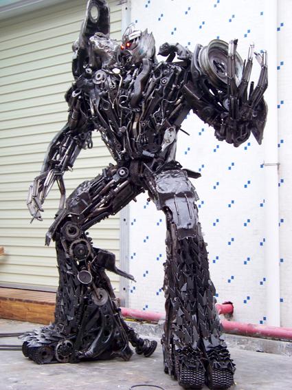 查看《铁的传奇为客户定做的变形金刚三大名角:擎天柱、威震天、红蜘蛛》原图,原图尺寸:425x567