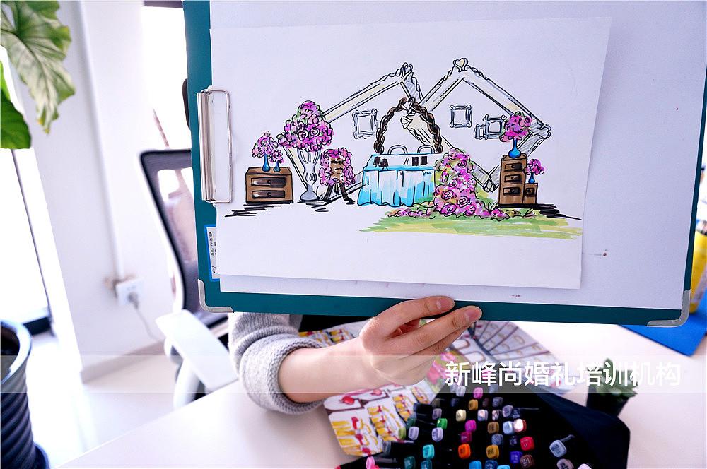 婚礼手绘效果图咨询:2401550899 用马克笔认真的作画中,宴会桌可是整