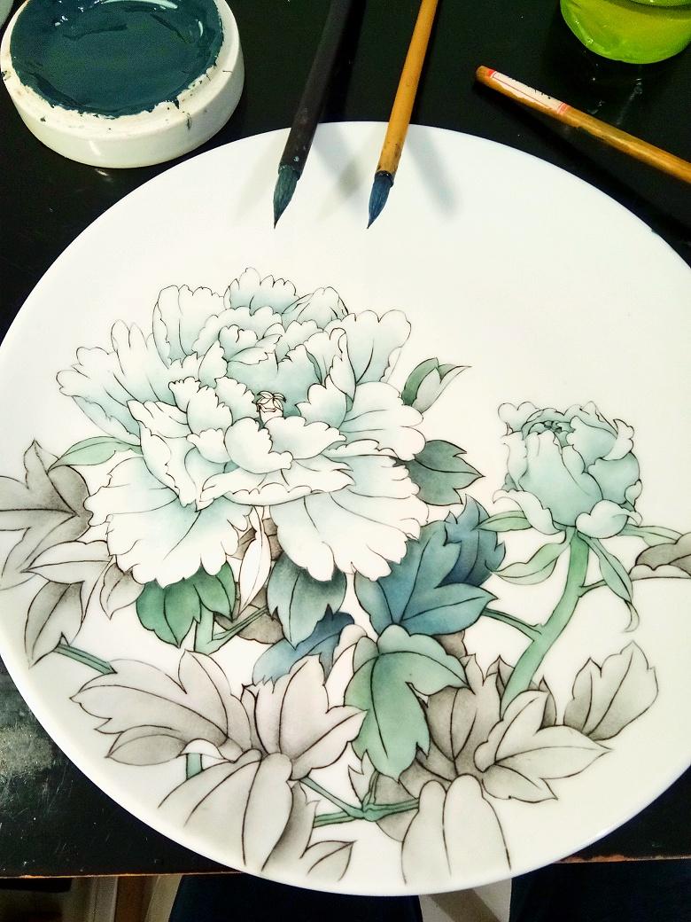 查看《牡丹凉――景德镇釉上新彩手绘盘》原图,原图尺寸:780x1040
