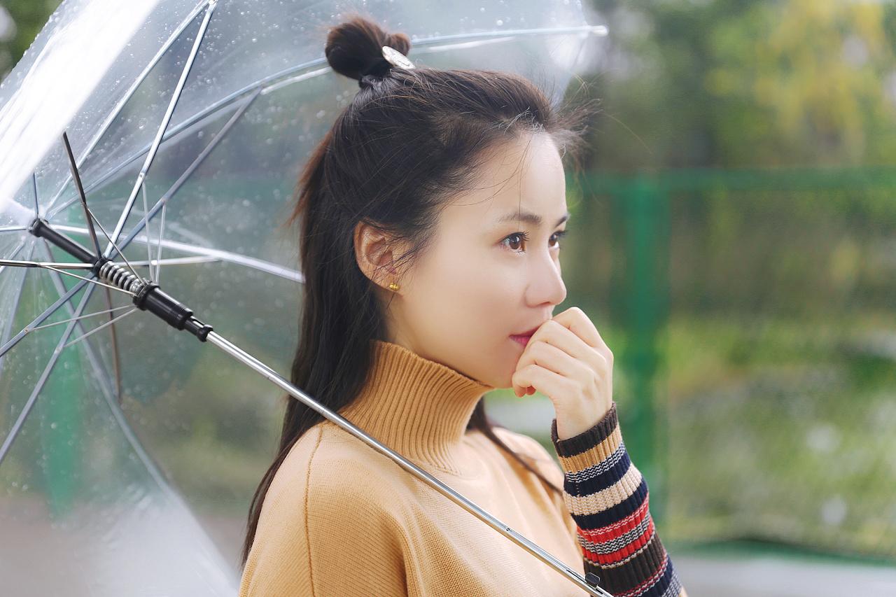 手绘雨景美女图片