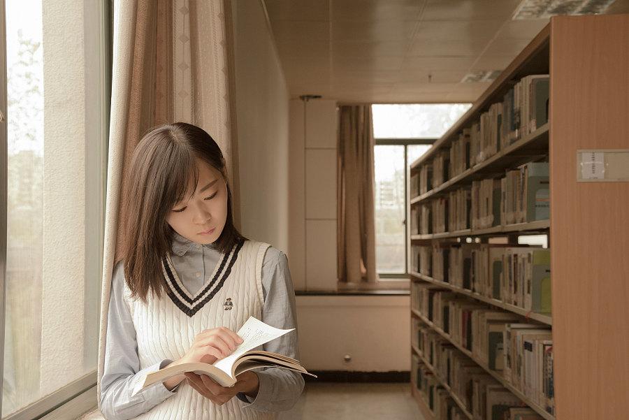 学校图书馆|人像|摄影|less子沐 - 原创设计作品图片