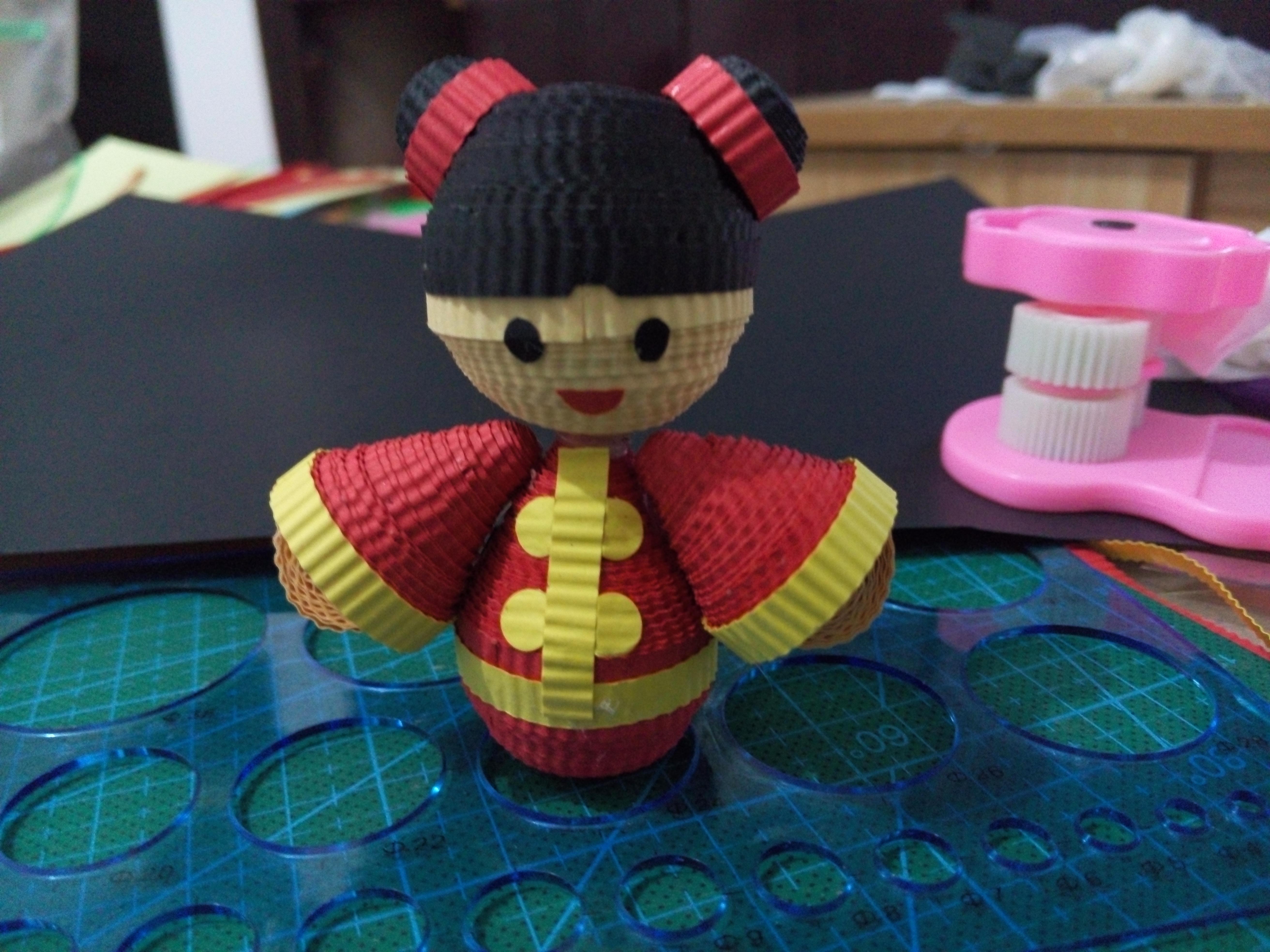 皱纹纸,卫生纸,衍纸做的迷糊娃娃衣服.图片