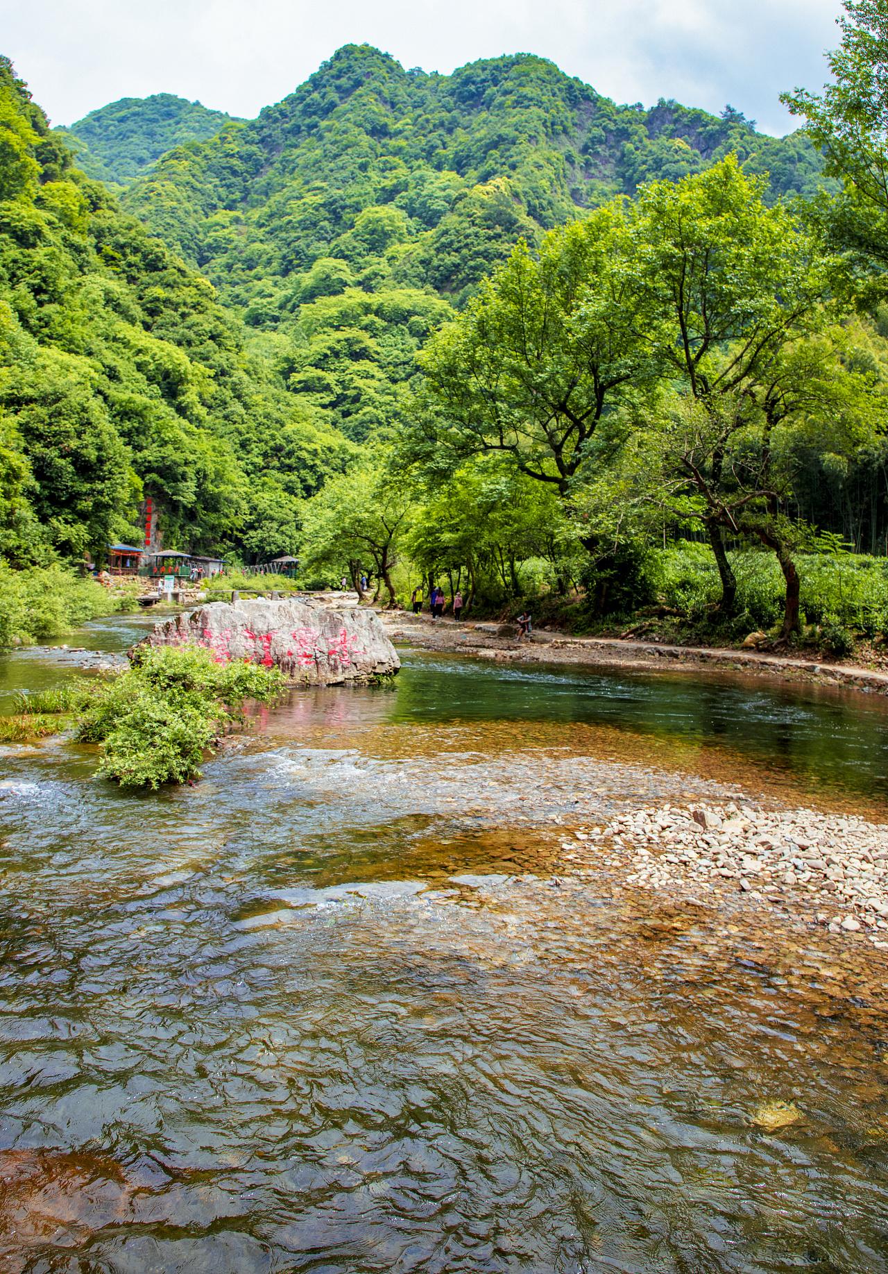 泾县的水墨汀溪景区山清水秀,风景宜人.