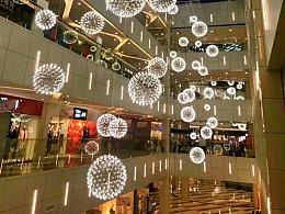商场中庭吊饰效果图由铭星灯饰厂提供商场中庭吊饰素材