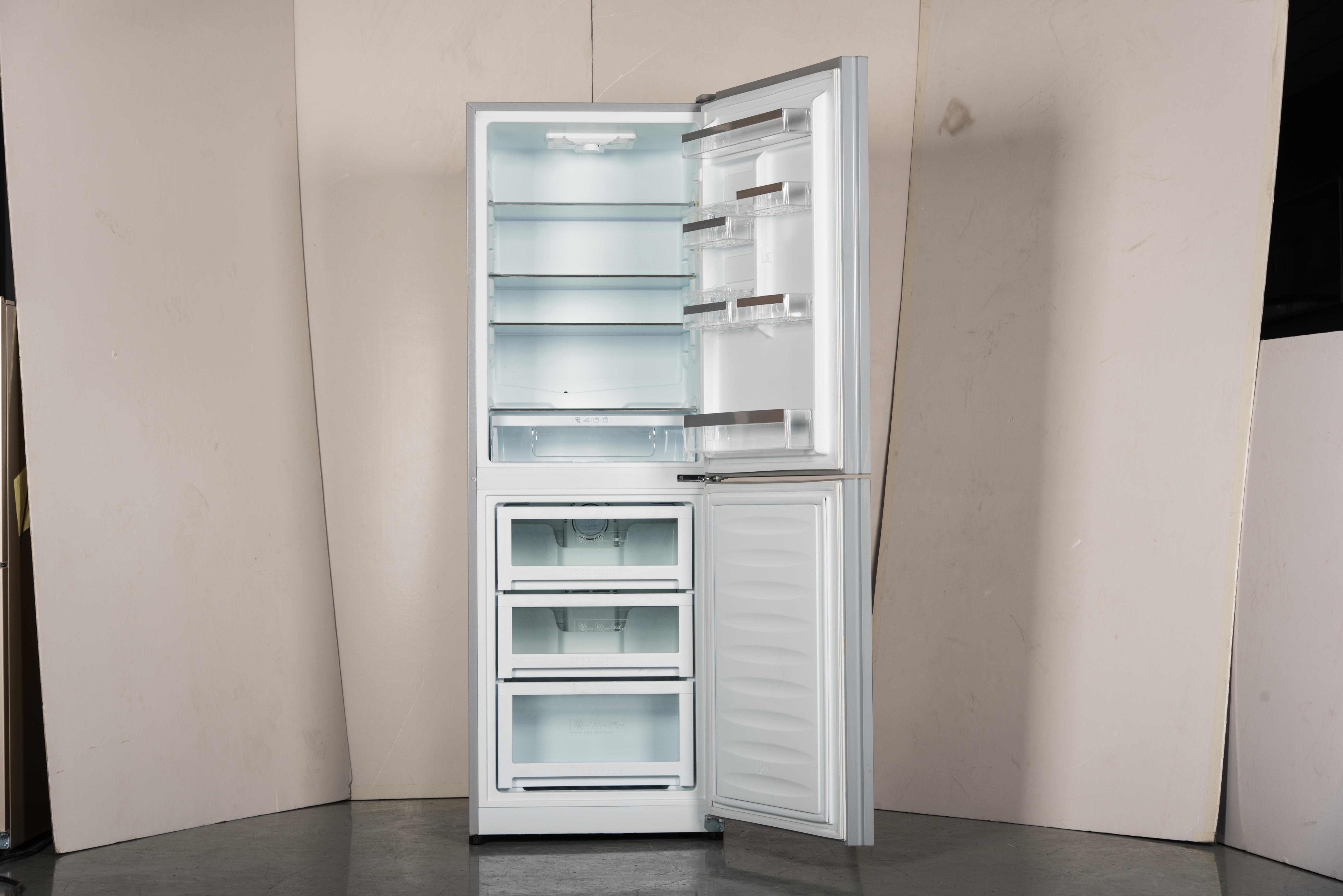 打开的冰箱矢卡通图