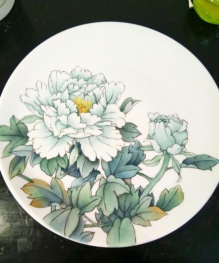 查看《牡丹凉――景德镇釉上新彩手绘盘》原图,原图尺寸:748x900