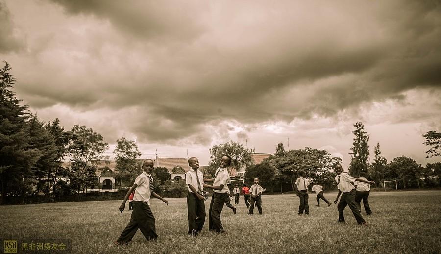 12图_肯尼亚教会学校的孩子们(12图)