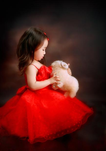 爱害羞的小女孩