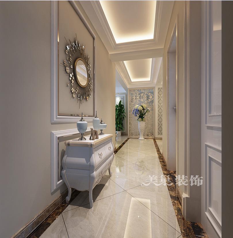 三室两厅户型装修案例,欧式风格设计方案,沙发背景墙任然采用欧式肌理的壁纸,平面木线条收边,墙边放置一个餐边柜,使背景墙更完整,走廊处放一个欧式的成品矮柜,墙面做彩漆加部分做欧式线条。由于走廊处有梁,做了造型吊顶处理,简单的造型显得美观大方。 小 区:豫发大运城国园 户 型:三室两厅 设计风格:欧式风格 美巢装饰:528套餐大包 全包造价:13万 设计师:王鹏飞 装修咨询(13949093179)微信同号 智能速算报价: