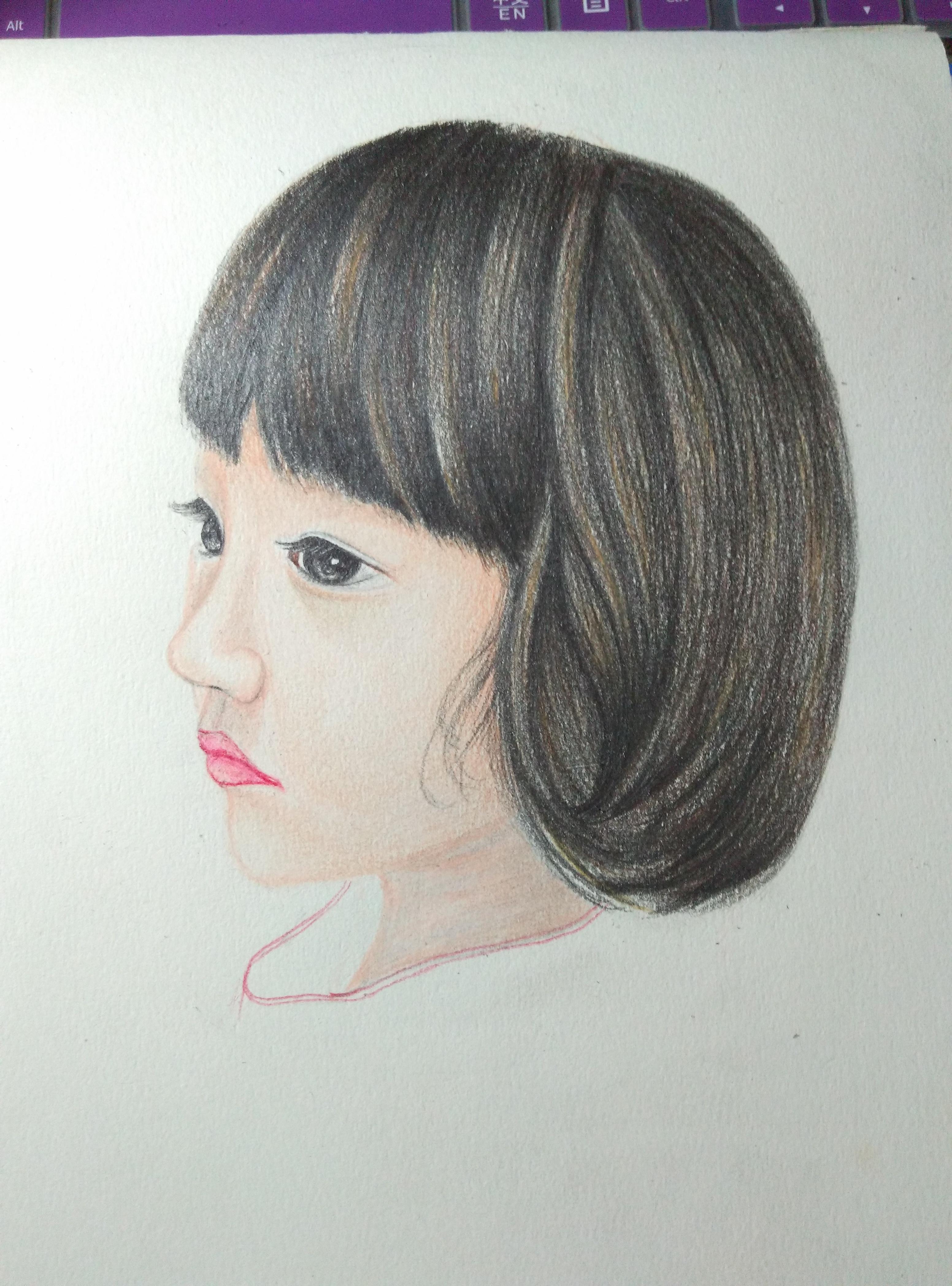 好久没有彩铅手绘了,第一次用彩铅画头像