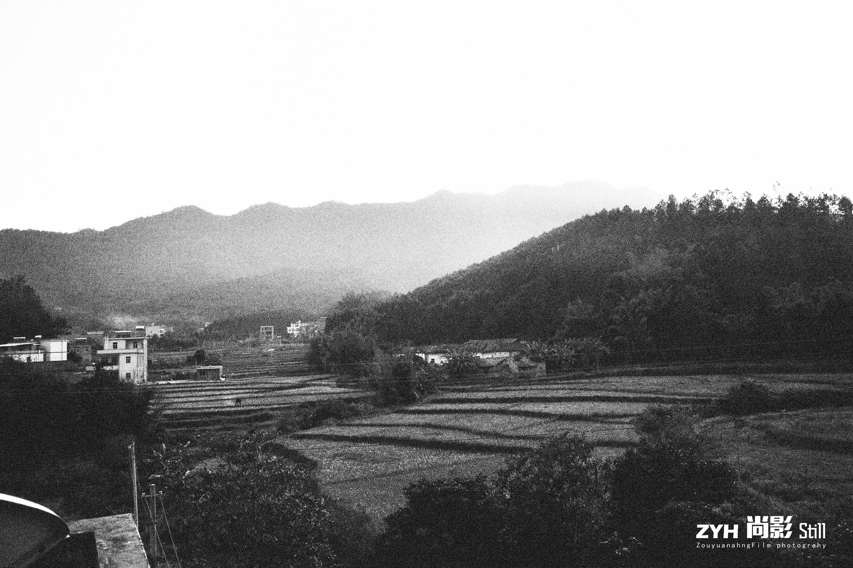 旧时的小乡村(黑白)