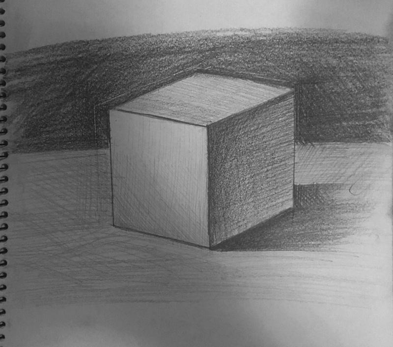 跟原图对比 还是调子的问题,明暗关系对比不明显 五、总结 今天学习了立方体的素描画法,还是收获挺大的,主要发现了自己在实际绘画中的问题,知道了问题,才能对症下药,将这些问题困难给克服掉。素描的核心三大面五大调,是突出立体感的关键,在这个之前,造型也很重要,就好比,我开始连正方体的外形都画歪了,在错误的造型上,加上错误的调子,整个画面都是错误的,所以,三大面五大调是一种加强画面效果的手段,真正决定画面是否好看,是否正确,由造型决定的,造型一定要尽量准确,多花点时间在造型上画面会好很多。好了今天就到这里,希