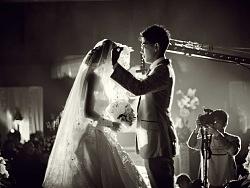 刚学剪辑不久,第一次剪辑这种高清婚礼视频,多机位和双时空是我头疼的事情