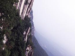 ◆2011年中在后山禅堂,当时很多地方还在修建中。