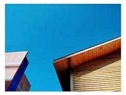 刘浪摄影作品《屋顶之蓝》