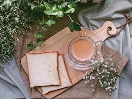 方块面包配香醇焦糖奶茶