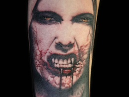 小臂吸血鬼人物肖像纹身