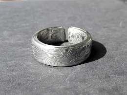 花纹钢戒指~卖材料的说是大马士革钢~