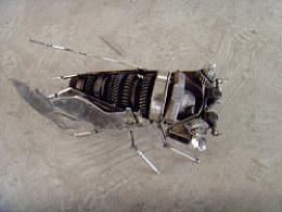 银狮创意《螳螂捕蝉》钢铁作品