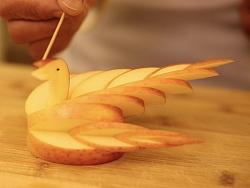 朱春兰食养频道之创意水果系列 第五季 苹果变美丽天鹅