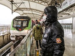 雪天车的地下铁车站