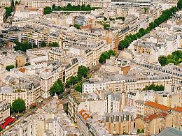 屋顶上的巴黎。