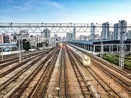 行驶中的高铁