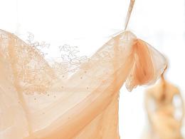 个性化的兰奕婚纱设计满足各种气质新娘