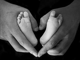 爱的世界很小,只能容纳你小小的脚丫.