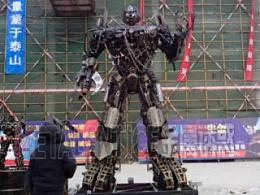 日出山(dong)东(shan)金属诱惑巨型机器人来到山东临沂中房城市广场