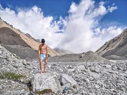 这里是珠峰,有人在拍裸照