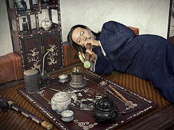 瘾君子(深夜工作室一期学员何江丰的作品,获得某艺术馆邀请,展示该幅作品)