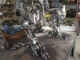 一組小機甲的設計和金屬焊接