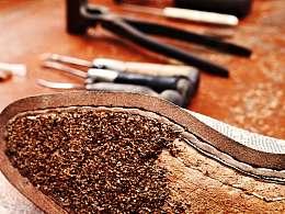 手工定制皮鞋,填充红酒塞碾碎的木屑