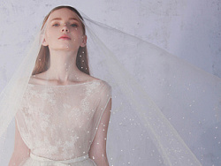婚纱设计师兰奕2015春夏幻境迷踪系列:小人鱼的珍珠