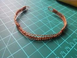 向果壳网学习做出来的铜线手镯