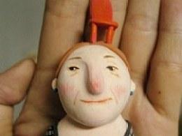 原创超轻粘土勋章梅林镇的来客-红椅子奶奶