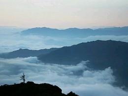 山上有云,云连成海