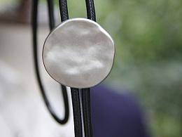 原创设计 手工制作 自然捶打面金属波洛领带 bolo tie绳领带
