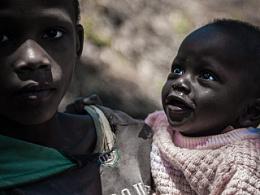 人在非洲《一座红茶厂养活一方人》